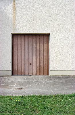 Garage door - p0830119 by Thomas Lemmler