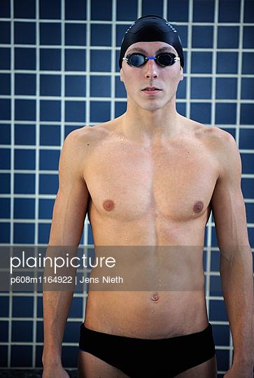 Schwimmen - p608m1164922 von Jens Nieth