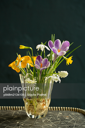 Bouquet of colourful flowers - p948m2134106 by Sibylle Pietrek