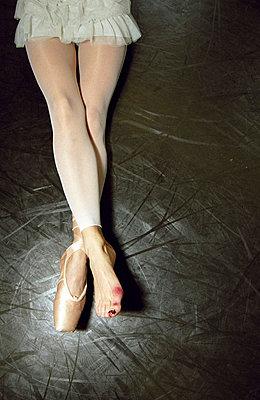 Injured ballerina - p1160330 by Gianna Schade
