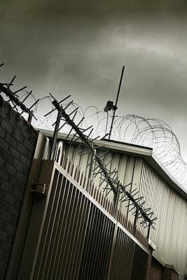 Gefängnismauer - p375m893309 von whatapicture