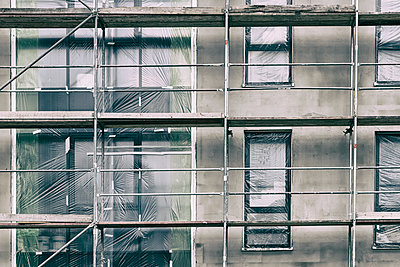 Shell facade with scaffolding - p401m2207490 by Frank Baquet