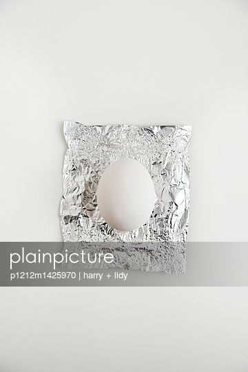 Ei und Folie - p1212m1425970 von harry + lidy