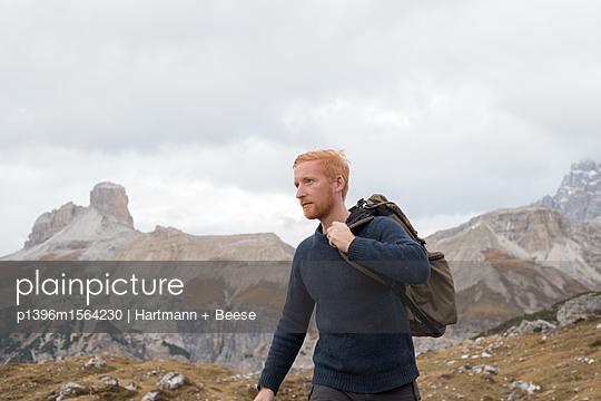 Wanderer in den Dolomiten - p1396m1564230 von Hartmann + Beese