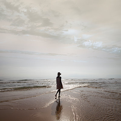 Woman on the beach - p1240m2063340 by Adeline Spengler