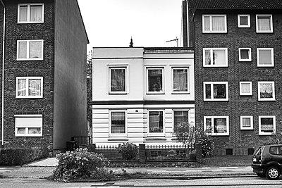 Residential area, rental buildings, Hamburg - p1686m2288531 by Marius Gebhardt