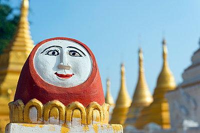 Temple decoration, Nget Pyaw Taw Pagoda, Pindaya, Myanmar (Burma), Asia - p871m947374 by Christian Kober