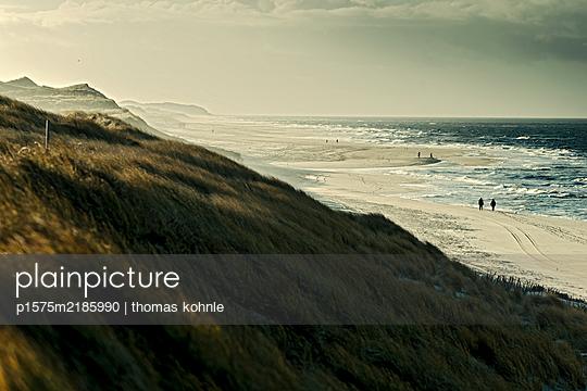 p1575m2185990 by thomas kohnle