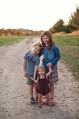 Geschwister - p1361m1503025 von Suzanne Gipson
