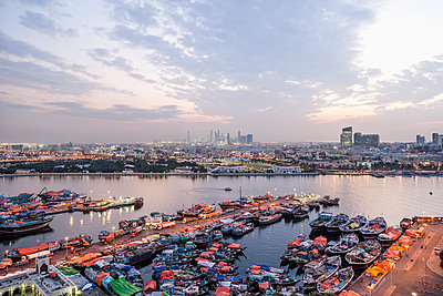 View of harbor and cityscape against sky - p301m1101859f by Johannes Marburg