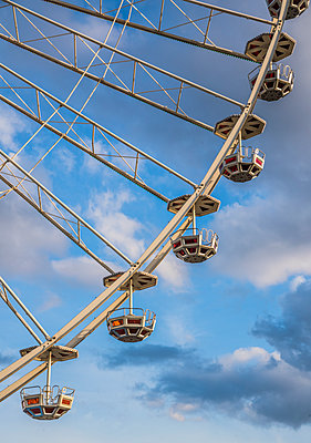 Ferris wheel - p401m1225598 by Frank Baquet