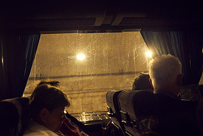 Bus tour in the rain - p1164m1584640 by Uwe Schinkel