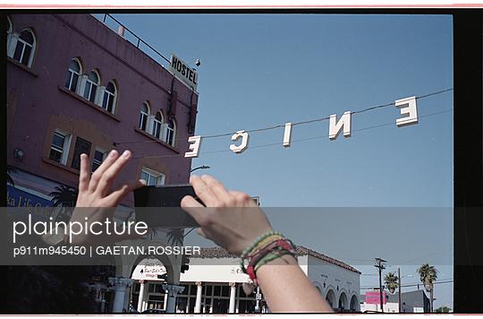 Tourist - p911m945450 by Gaëtan Rossier