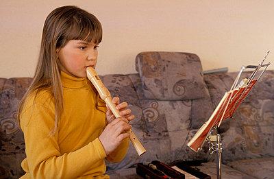Die Flötenspielerin - p0210388 von Siegfried Kuttig