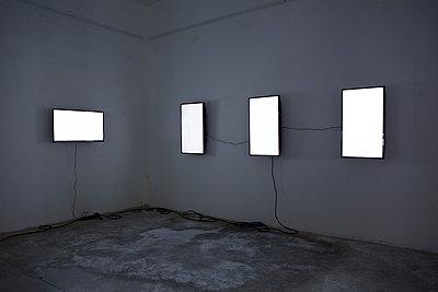 Installing - p1017m1042485 by Roberto Manzotti