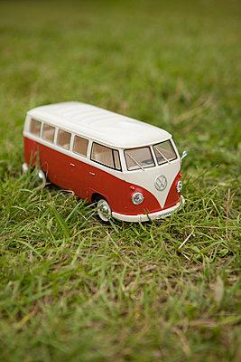 Minatur VW-Bus - p045m1463097 von Jasmin Sander