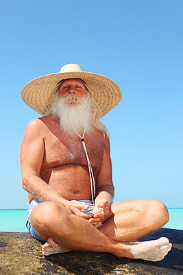Tourist mit langem Bart - p045m813523 von Jasmin Sander