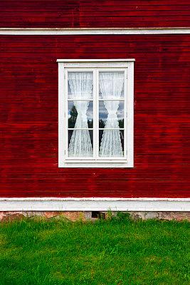 Fenster im Schwedenhaus - p248m817026 von BY