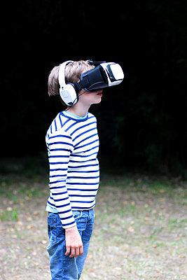 VR-Brille - p879m1184915 von nico