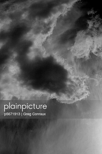 Dunkle Wolken - p5671913 von Greg Conraux