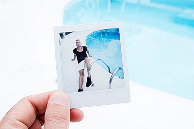 Polaroid showing man at swimming pool - p1423m2055635 by JUAN MOYANO