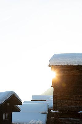 Snowcovered cabins - p454m2124954 by Lubitz + Dorner