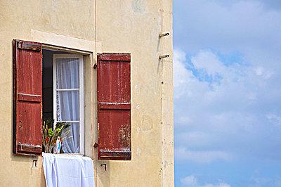 Maria am Fenster - p851m925270 von Lohfink