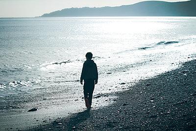 Boy on the beach - p984m1064851 by Mark Owen