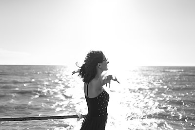 young girl in dress enjoying a vacation near the summer sea of Italy - p1166m2171799 by Cavan Images