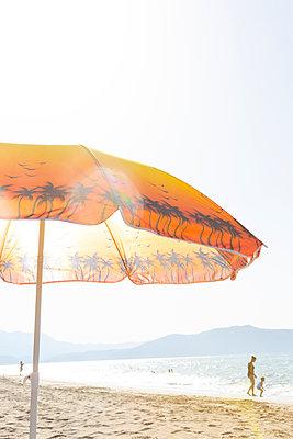 Am Strand - p454m2045168 von Lubitz + Dorner
