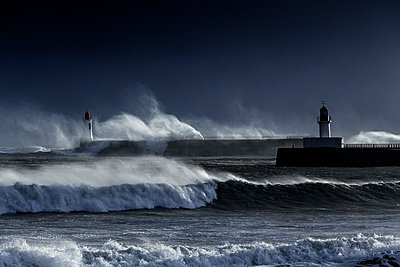 Stormy sea on the coast - p910m1159387 by Philippe Lesprit