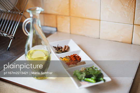 Different spices - p1167m2273421 by Maria Schiffer