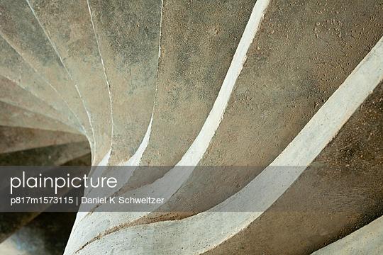 Treppe - p817m1573115 von Daniel K Schweitzer