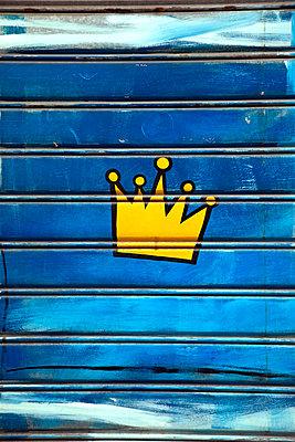 The little king - p382m2021707 by Anna Matzen