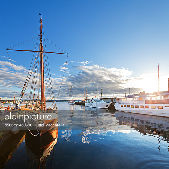 Norway;  Oslo county;  Oslo;  Aker Brygge;  Scandinavia;  Sailing ship in Aker Brygge - p566m1430690 by Luigi Vaccarella