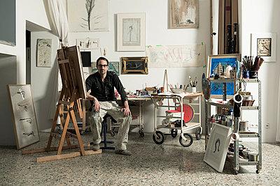 Man in his studio - p081m741563 by Alexander Keller