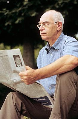 Zeitung lesen - p3050042 von Dirk Morla