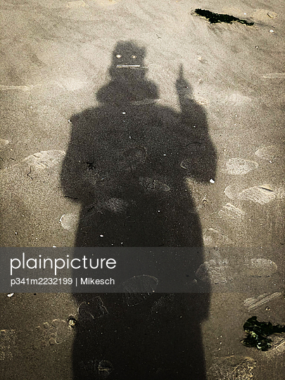 Silhouette of a person on the beach - p341m2232199 by Mikesch