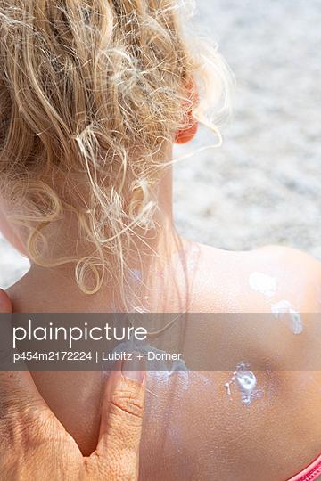Suntan lotion for the back - p454m2172224 by Lubitz + Dorner