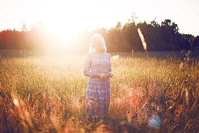 Summer girl - p1507m2027747 by Emma Grann