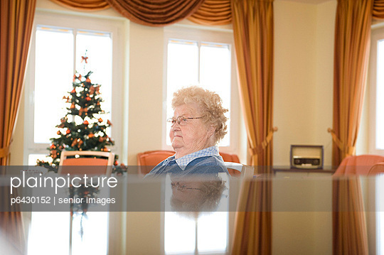 Noon - p6430152 by senior images