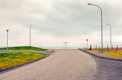 solitary town in Iceland - p1542m2175067 by Roger Grasas