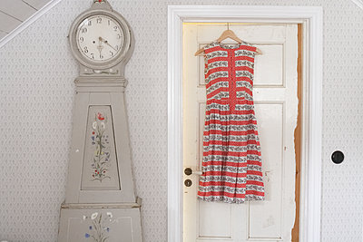 Girl dress hanging on door - p312m1495216 by Wenblad-Nuhma