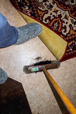 Unter den Teppich kehren - p930m1491885 von Ignatio Bravo