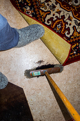Cleaning mania - p930m1491885 by Ignatio Bravo
