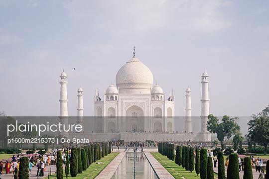 India, Uttar Pradesh, Agra, Taj Mahal - p1600m2215373 by Ole Spata