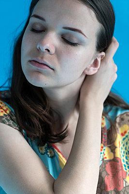 Portrait einer Frau - p427m1538068 von Ralf Mohr