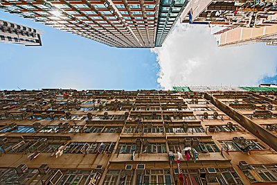 Low angle view of residential apartment buildings, Hong Kong, China - p429m1095231f by Henn Photography