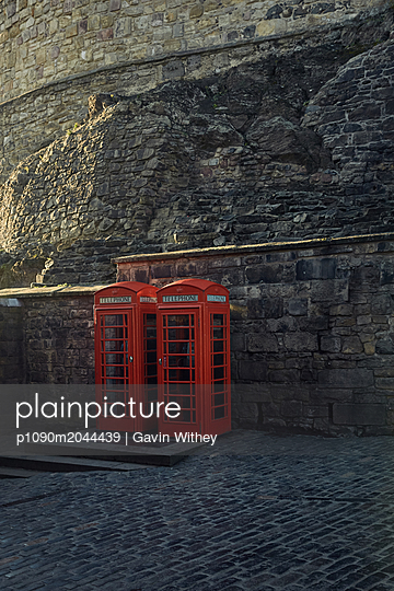 Rote Telefonzelle - p1090m2044439 von Gavin Withey