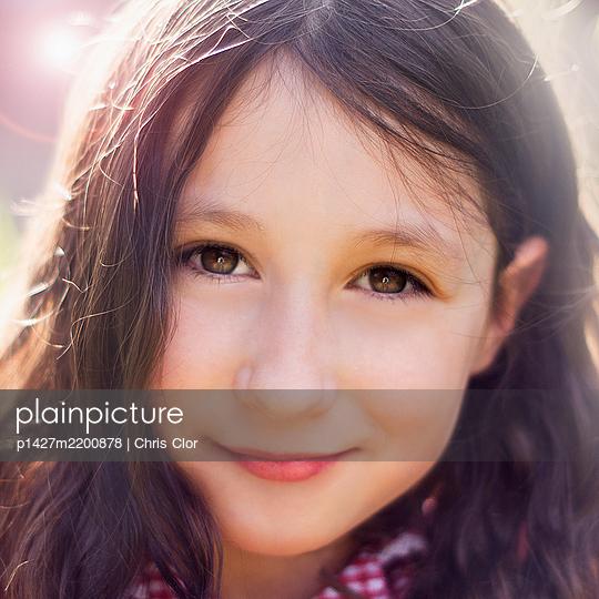 Portrait of brunette girl - p1427m2200878 by Chris Clor